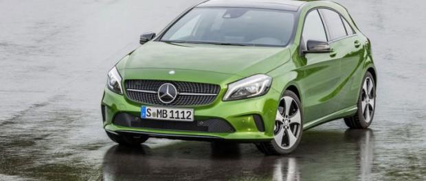 Mercedes lyfter A-klass