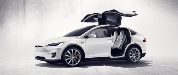 Tesla Model X är nu officiell