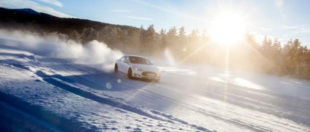 Tesla ute på hal is
