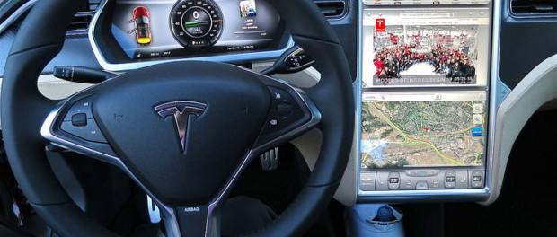 Tesla ska börja skicka appar från mobil till stora skärmen?
