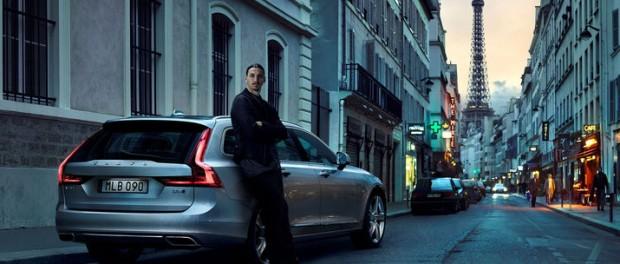 Volvo V90 parkerad utanför Zlatans kyrka